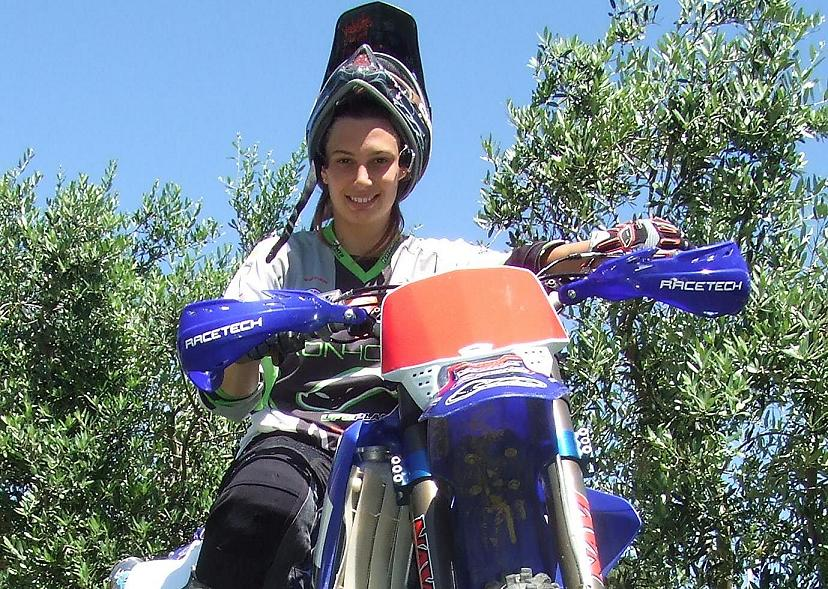 Elisa Canepa sulla moto da MX