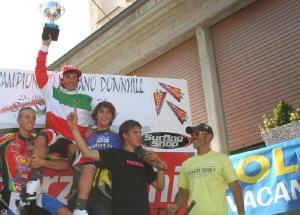 Justyn Norek sul podio junior a Sestola 2006 (con Matteo Milliery, secondo, Edoardo Franco, terzo, Daniele Cosseta, quinto e Corrado Hérin